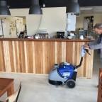 Een schone vloer van het restaurant met de HD Floorpul Onyx 43B schrobmachine