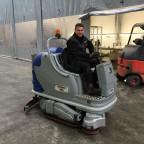 Een veegschrobmachine voor Ronico – bloembollenproducent glastuinbouw